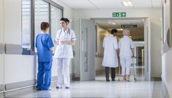 Curso Gratuito Especialista en Atención Sanitaria en la Edad Adulta y Personas Ancianas
