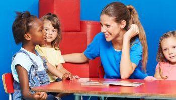 Curso Gratuito Curso de Trastornos del Lenguaje, el Habla y la Comunicación + Curso en Estimulación del Lenguaje en la Primera Infancia (Doble Titulación con 8 Créditos ECTS)