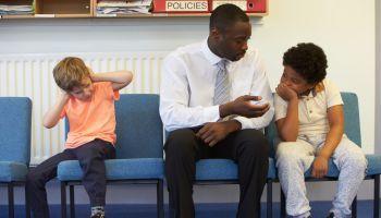 Curso Gratuito Postgrado en Intervención Psicosocial: Problemática y Atención al Menor en Situación de Conflicto o Riesgo (Doble Titulación con 4 Créditos ECTS)